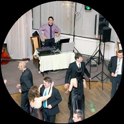 ec1e315a36 DJ Štefan Sklenár starejší moderátor na svadbu